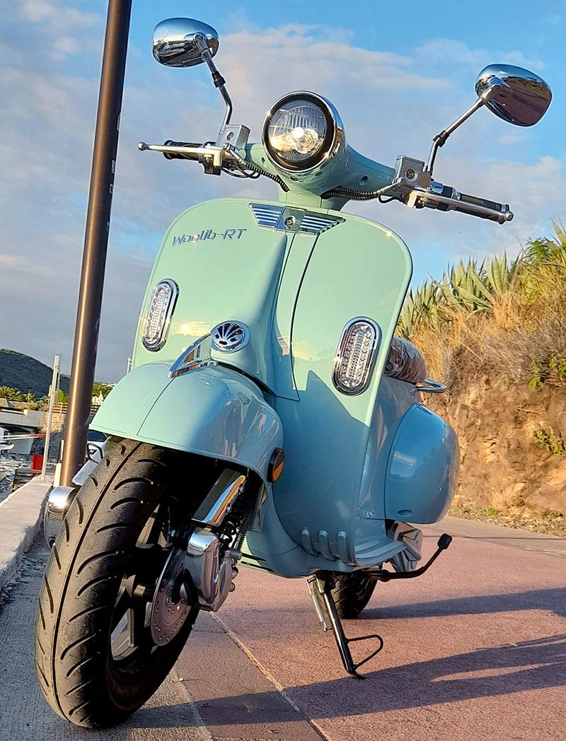 Woolib RT bleu sur le port de St Gilles les Bains (La Réunion)